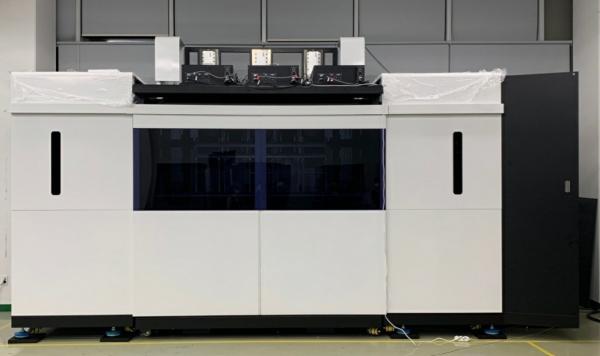 링크솔루션이 개발한 2.3m급 고속 SLA 3D프린터 모습